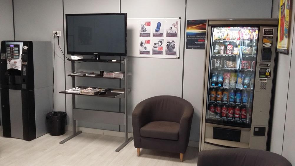 Sala de espera clientes taller Lizaga - MAN